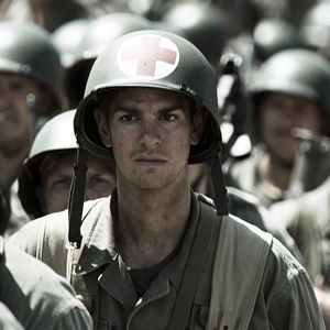 andrew-garfield-as-desmond-doss